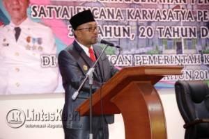 Walikota Tanjungpinang Lis Darmansyah saat berpidato di acara penyerahan penghargaan Satyalencana Karyasatya