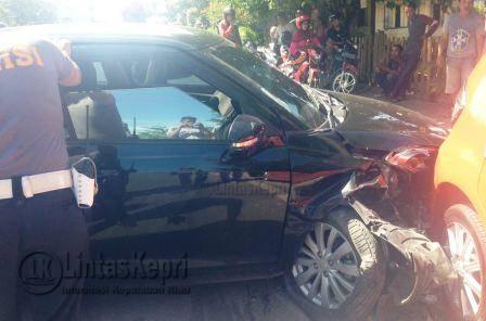 Terlihat Polisi dari Satlantas Polres Tanjungpinang terjun ke lokasi pasca kejadian.