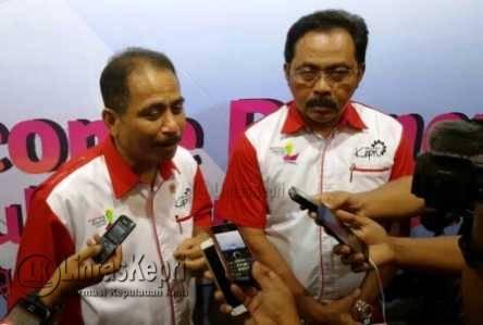 Menteri Pariwisata Republik Indonesia (Menpar RI) Arief Yahya (kiri) bersama Gubernur Kepri Nurdin Basirun (kanan).