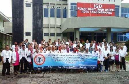 Sebanyak 200 dokter umum dan spesialis yang tergabung didalam keanggotaan IDI saat foto bersama.