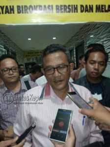 Sekda Kota Tanjungpinang usai melaporkan akun Facebook Shalwa Shadilla ke Mapolres Tanjungpinang, Kamis (6/10).