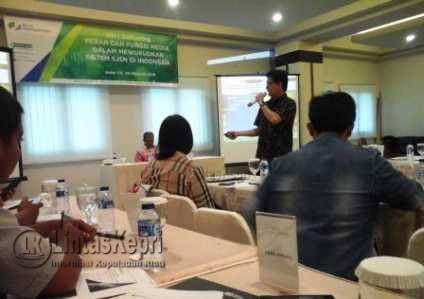 Kepala Urusan Komunikasi Eksternal BPJS Ketenagakerjaan Irvansyah Utoh Banja saat menggelar acara Pers Gathering di Hotel CK Tanjungpinang, Kamis (20/10).