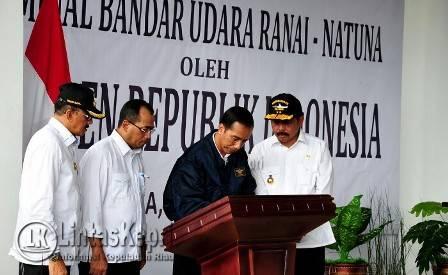 Presiden Jokowi, Saat Meresmikan Pengoperasian Terminal Bandar Udara Ranai, Kabupaten Natuna, Kepulauan Riau