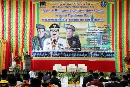 Walikota Tanjungpinang Lis Darmansyah Saat Menyampaikan Pidato Musyawarah Kerja Hulubalang 1 di Asrama Haji Kota Tanjungpinang, Sabtu (1/10).