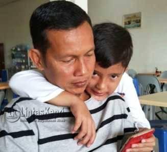 Kepala Dinsosnaker Tanjungpinang, Surjadi bersama buah hati tercinta. Foto: Istimewa.