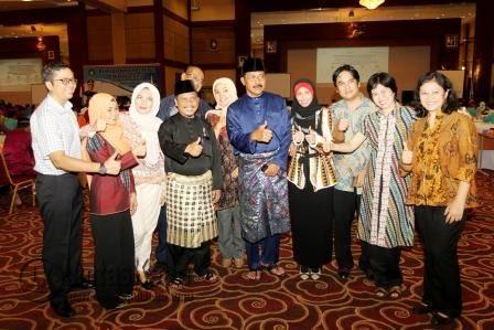 Gubernur Nurdin Basirun dan Sekdaprov Kepri TS Arif Fadillah saat berfoto bersama Tim Assessment dari Jakarta.