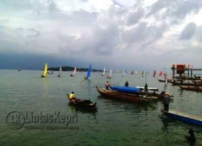 Sampan Layar peserts Sail Selat Karimata saat mengikuti festival Bahari Kepri (FBK).