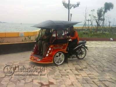 Inilah Becak Motor di Gedung Gonggong yang akan difungsikan untuk mengangkut tourist lokal maupun mancanegara keliling Seputar Taman Laman Bunda.