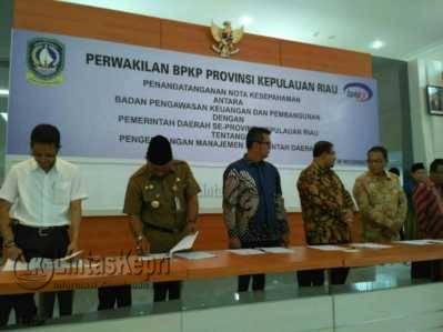 Penandatanganan Memorandum of Understanding (MoU) antara BPKP perwakilan Provinsi Kepri dengan Pemerintah Daerah se-Provinsi Kepri tentang Pengembangan Manajemen Pemerintahan Daerah.