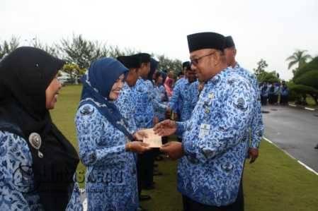 Peringatan HUT Korpri ke-45 tahun di halaman Kantor Walikota Tanjungpinang, Senggarang, Selasa (29/11).