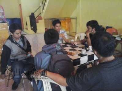 Kepala Unit Hukum, Komunikasi Publik dan Kepatuhan BPJS Kesehatan Tanjungpinang Gunardi Chandra di kedai kopi Pesko Bintan Centre, Selasa (29/11).
