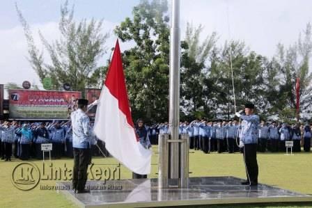 Upacara peringatan Hari Pahlawan tahun 2016, di Halaman Kantor Walikota Tanjungpinang, Kamis (10/11).