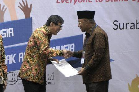 Pemerintah Kota Tanjungpinang termasuk salah satu kota yang diberikan penganugerahan penghargaan sebagai Kota Peduli Hak Asasi Manusia. Penghargaan itu diserahkan langsung oleh Menkumham, Yasonna Laoly dan diterima langsung oleh Walikota Tanjungpinang Lis Darmansyah.