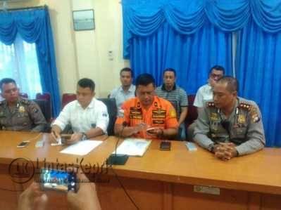 Kepala Basarnas Kota Tanjungpinang wilayah Kepri, Abdul Hamid (tengah), saat konferensi pers