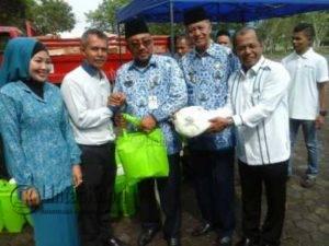 Walikota dan Wakil Walikota Tanjungpinang Lis-Syahrul berfoto bersama dengan Kepala BPJS Ketenagakerjaam Jefri Iswanto dan anggota DPRD Kepri Yuniarni Pustoko Weni.