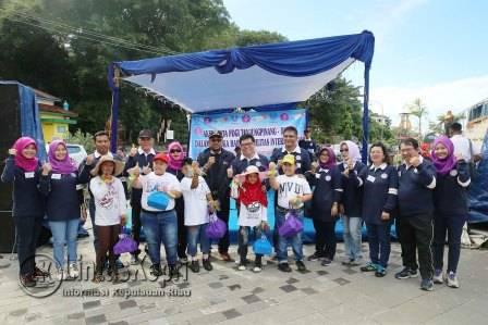 Walikota Tanjungpinang Lis Darmansyah berfoto bersama dengan PDGI dan anak-anak penyandang Disabilitas.
